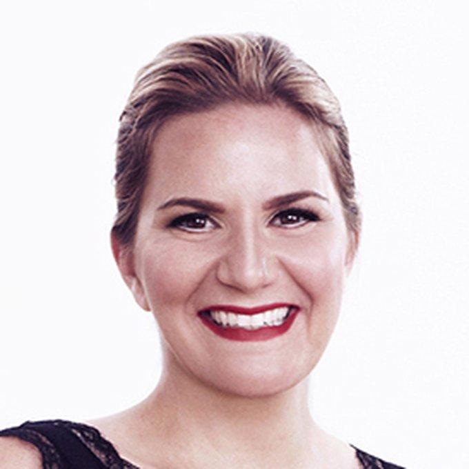 Photo of Leslie Hall